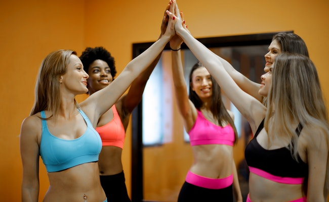 You are currently viewing What to Wear to Yoga?   How to Choose Yoga Clothes? (2021)