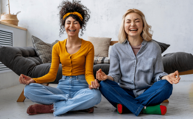 Read more about the article Is Laughter Yoga Real? | How Laughter Yoga Works (2021)